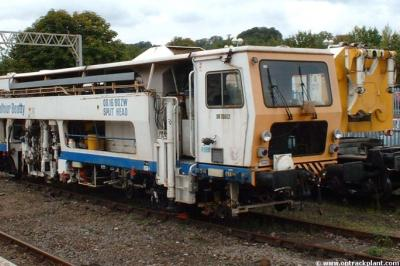 DR 73502 at Tring  by Vince