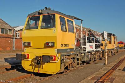 DR98305 & DR98306 at Eastleigh Works  by Ian Parish