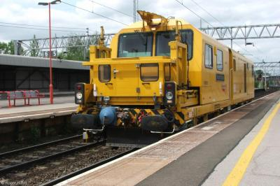 999800 at Stafford Station  by Roger Harris