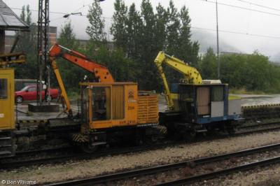 Thumbnail of Rail-mounted hedgetrimmers