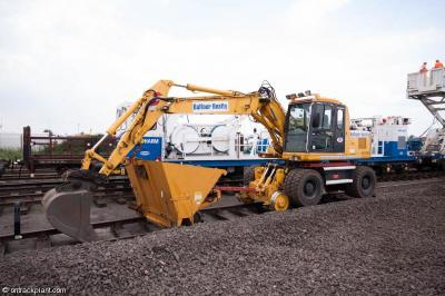 Photo of Balfour Beatty XEK2426 (940443) and trailer 009065 at Long Marston - Rail Live 2014