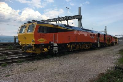 DR 75011 at Didcot Parkway  by Dan Archenhold