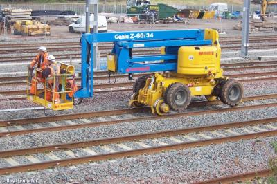 Photo of Quattro Plant 260 (99709 9420108) Genie Z60/34 Accessrailer at Lichfield Trent Valley