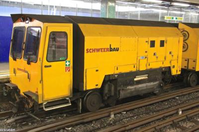 Schweerbau RGU 1120990299 at Moorgate Station -Platform 4  by Dennis Graham