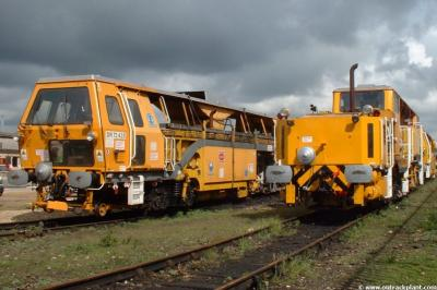 DR 73435 & DR 77329 at Peterborough  by Vince